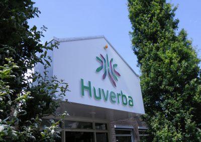 hurverba-gevelreclame-gevelletters-verdikte-8mm-op-afstandhouders-wit