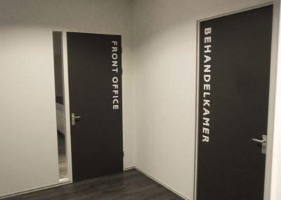 kasbergen-bewegwijzering-deuren-kantoren