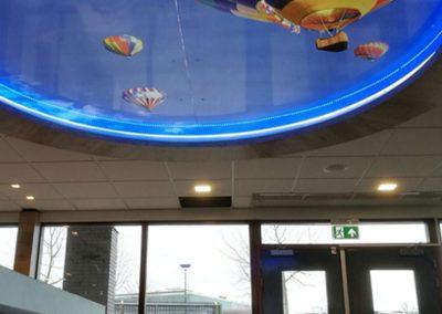 paul-van-gurp-ballon-aan-plafond-lichtbak-met-Led-lijn