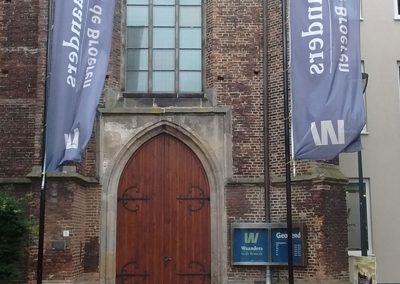vlag-waanders-in-de-broerekerk-zwolle-baniervlag-reclame